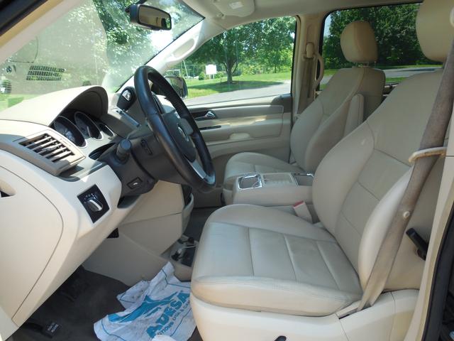 2010 Volkswagen Routan SEL w/Navigation Leesburg, Virginia 17