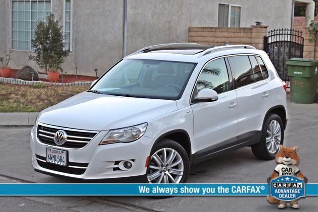 2010 Volkswagen TIGUAN WOLFSBURG LEATHER PANORAMIC ROOF SERVICE RECORDS Woodland Hills, CA 0