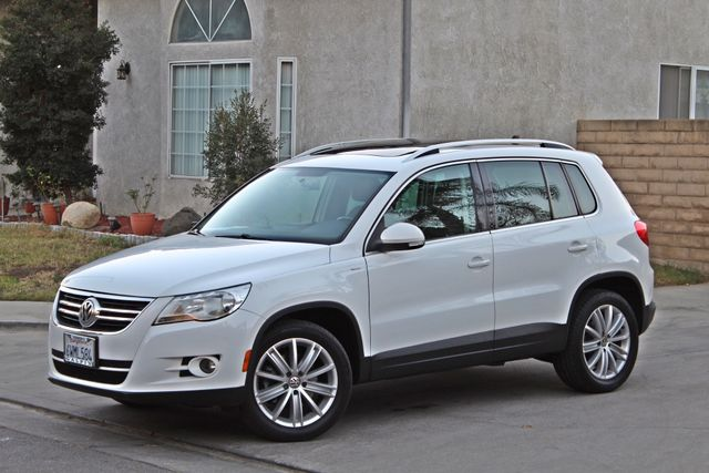 2010 Volkswagen TIGUAN WOLFSBURG LEATHER PANORAMIC ROOF SERVICE RECORDS Woodland Hills, CA 9