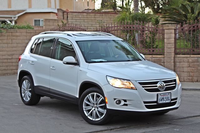 2010 Volkswagen TIGUAN WOLFSBURG LEATHER PANORAMIC ROOF SERVICE RECORDS Woodland Hills, CA 7
