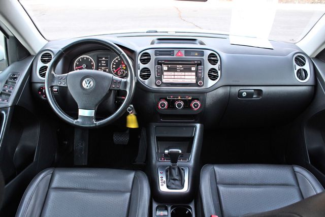 2010 Volkswagen TIGUAN WOLFSBURG LEATHER PANORAMIC ROOF SERVICE RECORDS Woodland Hills, CA 15