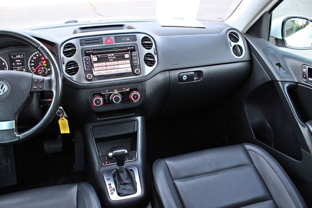 2010 Volkswagen TIGUAN WOLFSBURG LEATHER PANORAMIC ROOF SERVICE RECORDS Woodland Hills, CA 16