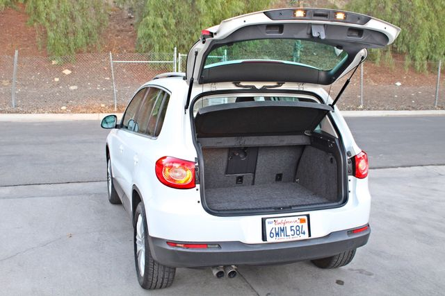 2010 Volkswagen TIGUAN WOLFSBURG LEATHER PANORAMIC ROOF SERVICE RECORDS Woodland Hills, CA 22