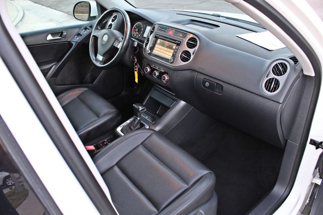 2010 Volkswagen TIGUAN WOLFSBURG LEATHER PANORAMIC ROOF SERVICE RECORDS Woodland Hills, CA 20