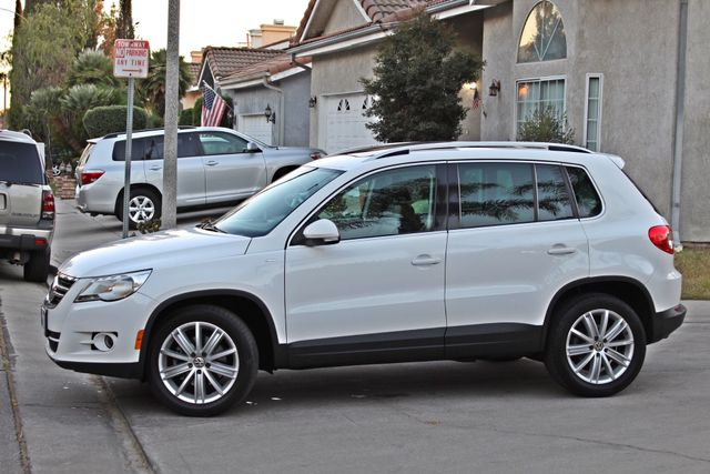 2010 Volkswagen TIGUAN WOLFSBURG LEATHER PANORAMIC ROOF SERVICE RECORDS Woodland Hills, CA 1