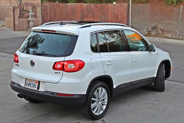 2010 Volkswagen TIGUAN WOLFSBURG LEATHER PANORAMIC ROOF SERVICE RECORDS Woodland Hills, CA 4