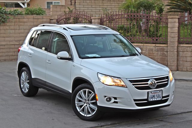 2010 Volkswagen TIGUAN WOLFSBURG LEATHER PANORAMIC ROOF SERVICE RECORDS Woodland Hills, CA 6