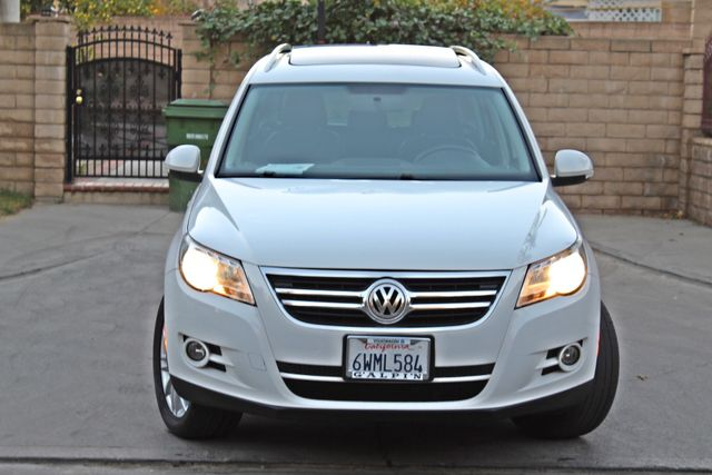 2010 Volkswagen TIGUAN WOLFSBURG LEATHER PANORAMIC ROOF SERVICE RECORDS Woodland Hills, CA 8