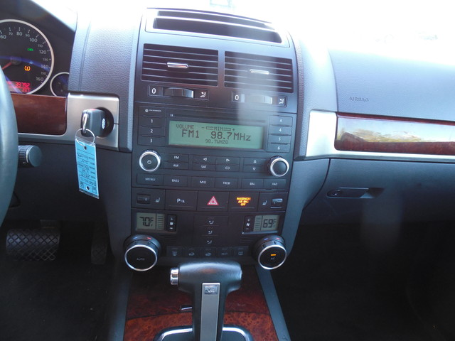 2010 Volkswagen Touareg VR6 Leesburg, Virginia 14