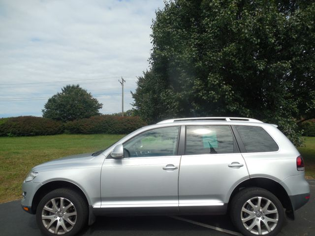 2010 Volkswagen Touareg VR6 Leesburg, Virginia 4