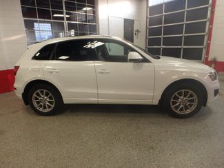 2011 Audi Q5 2.0t Premium AWD. LARGE ROOF, STUNNING & SHARP Saint Louis Park, MN 1