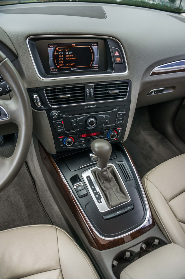 2011 Audi Q5 2.0T Premium - 62K MILES - PANORAMA - 1-OWNER Reseda, CA 24