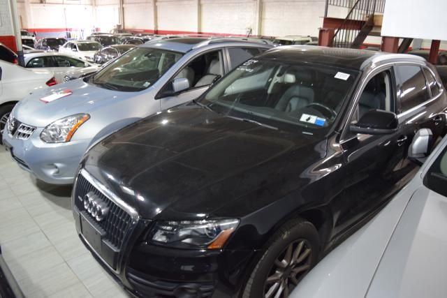 2011 Audi Q5 2.0T Premium Plus Richmond Hill, New York 1