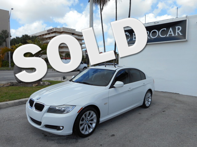 2011 BMW 328i This beautiful 2011 BMW 328I IS THE VEHICLE FOR YOU IT IS A CLEAN CARFAX 1 OW