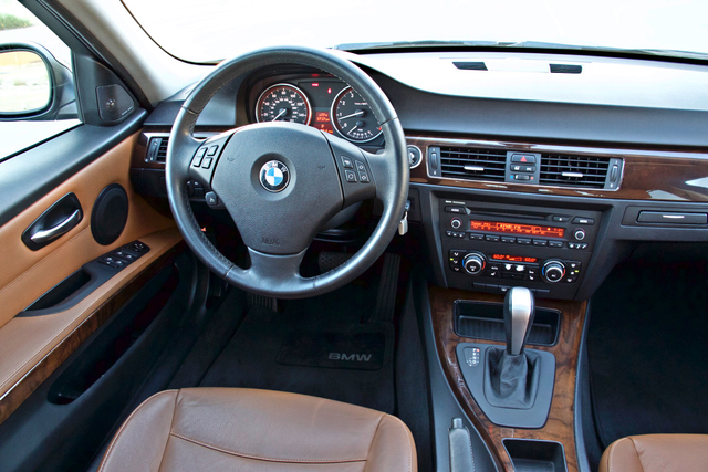 2011 BMW 328i SEDAN PREMIUM PKG ONLY 78K MLS AUTO SERVICE RECORDS Woodland Hills, CA 19