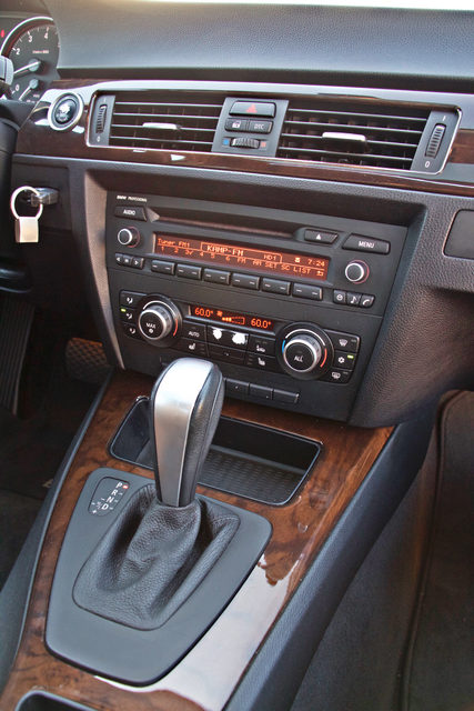 2011 BMW 328i SEDAN PREMIUM PKG ONLY 78K MLS AUTO SERVICE RECORDS Woodland Hills, CA 23