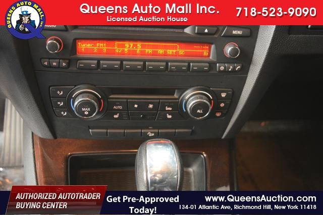 2011 BMW 328i xDrive 2dr Cpe 328i xDrive AWD SULEV Richmond Hill, New York 12