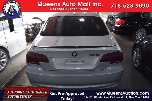 2011 BMW 328i xDrive 2dr Cpe 328i xDrive AWD SULEV Richmond Hill, New York 3
