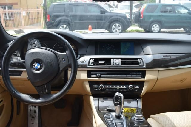 2011 BMW 550i xDrive 4dr Sdn 550i xDrive AWD Richmond Hill, New York 10