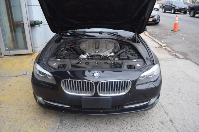 2011 BMW 550i xDrive 4dr Sdn 550i xDrive AWD Richmond Hill, New York 3