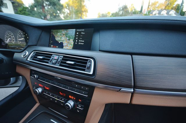 2011 BMW 740Li Reseda, CA 8