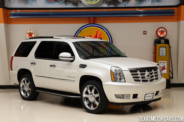 2011 Cadillac Escalade This 2011 Cadillac Escalade Luxury is in great shape with only 63300 miles