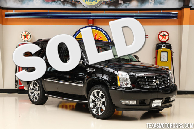 2011 Cadillac Escalade Luxury This Carfax 1-Owner 2011 Cadillac Escalade Luxury is in great shape
