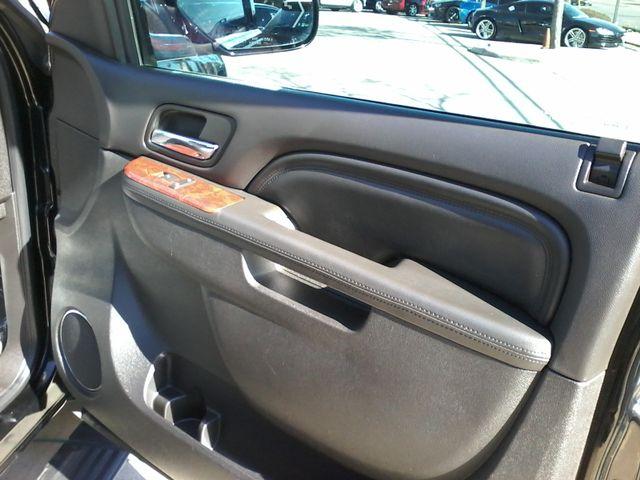 2011 Cadillac Escalade AWD Premium San Antonio, Texas 15
