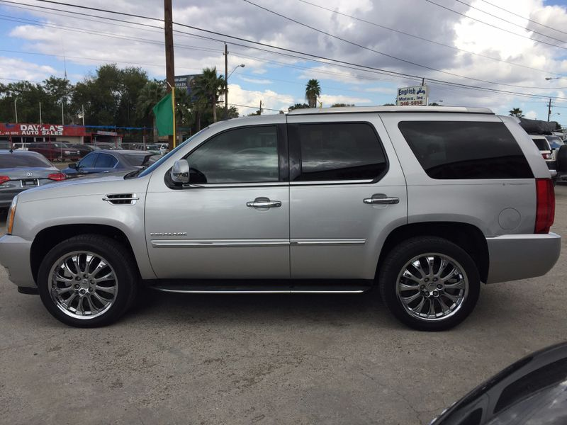 2011 Cadillac Escalade   Brownsville TX  English Motors  in Brownsville, TX