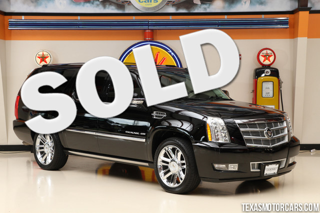 2011 Cadillac Escalade ESV Platinum Edition This 2011 Cadillac Escalade ESV Platinum Edition is in