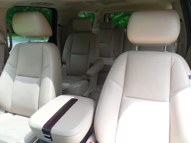 2011 Cadillac Escalade ESV Premium Leesburg, Virginia 8
