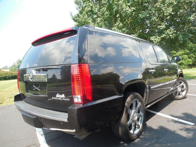 2011 Cadillac Escalade ESV Premium Leesburg, Virginia 3
