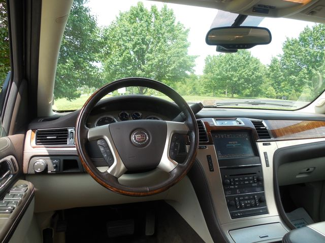 2011 Cadillac Escalade ESV Platinum Edition Leesburg, Virginia 8