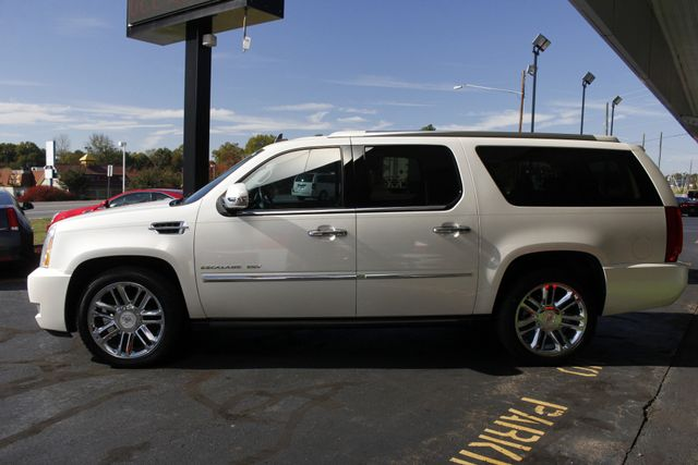 2011 Cadillac Escalade ESV Platinum Edition AWD - TOP OF THE LINE! Mooresville , NC 19