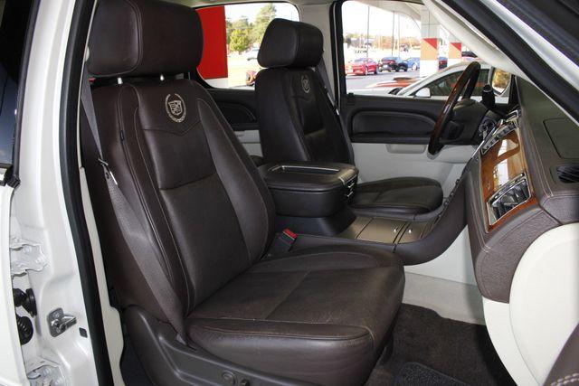 2011 Cadillac Escalade ESV Platinum Edition AWD - TOP OF THE LINE! Mooresville , NC 17