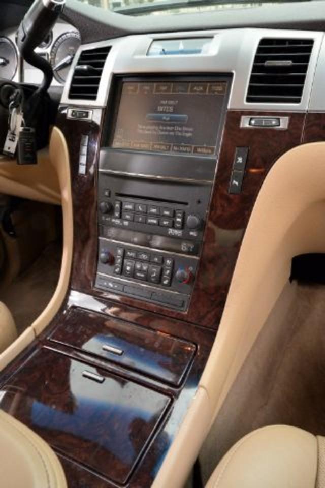 2011 Cadillac Escalade ESV Luxury San Antonio , Texas 11