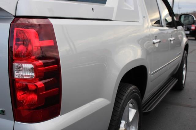 2011 Chevrolet Avalanche LTZ RWD - NAVIGATION - SUNROOF! Mooresville , NC 32