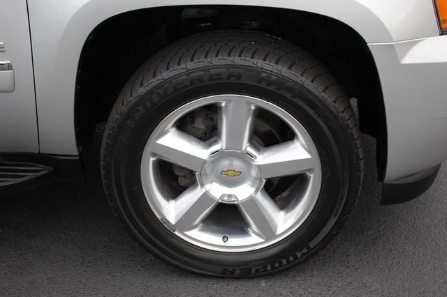 2011 Chevrolet Avalanche LTZ RWD - NAVIGATION - SUNROOF! Mooresville , NC 40