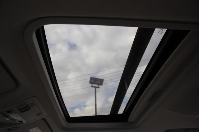 2011 Chevrolet Avalanche LTZ RWD - NAVIGATION - SUNROOF! Mooresville , NC 4