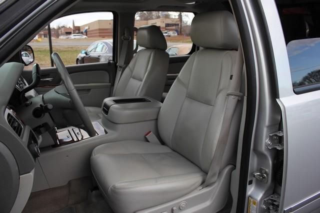 2011 Chevrolet Avalanche LTZ RWD - NAVIGATION - SUNROOF! Mooresville , NC 8