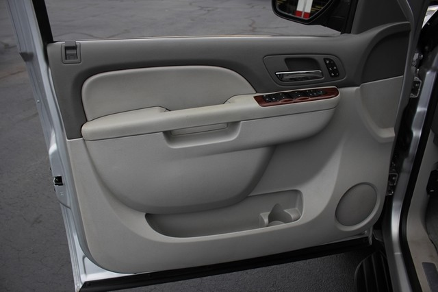 2011 Chevrolet Avalanche LTZ RWD - NAVIGATION - SUNROOF! Mooresville , NC 67