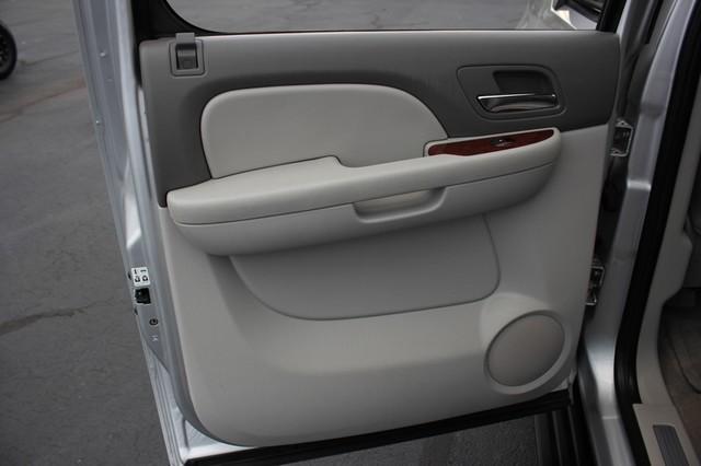 2011 Chevrolet Avalanche LTZ RWD - NAVIGATION - SUNROOF! Mooresville , NC 72