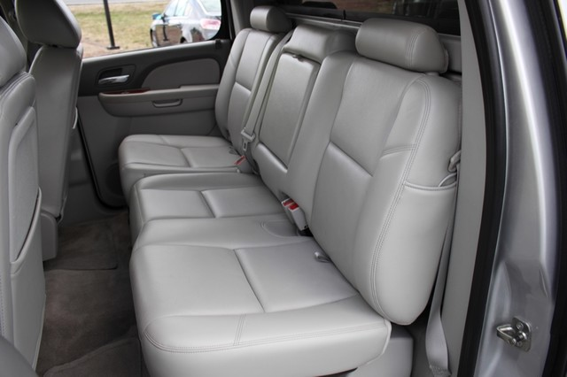 2011 Chevrolet Avalanche LTZ RWD - NAVIGATION - SUNROOF! Mooresville , NC 11