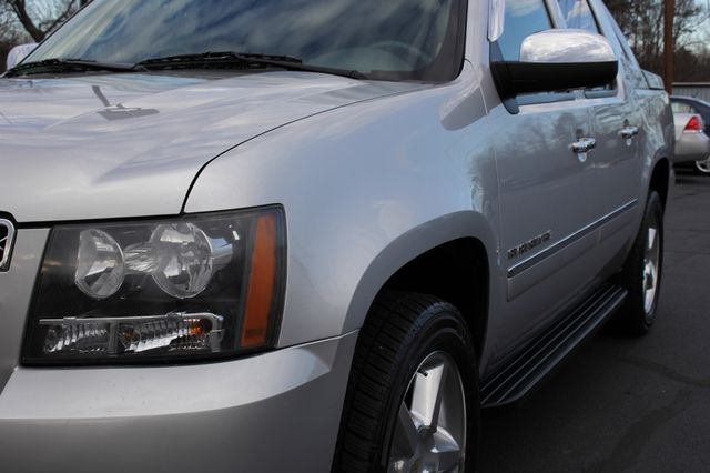 2011 Chevrolet Avalanche LTZ RWD - NAVIGATION - SUNROOF! Mooresville , NC 27