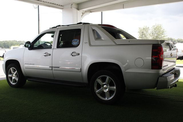 2011 Chevrolet Avalanche LTZ RWD - NAVIGATION - SUNROOF! Mooresville , NC 26