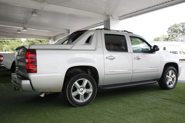 2011 Chevrolet Avalanche LTZ RWD - NAVIGATION - SUNROOF! Mooresville , NC 25