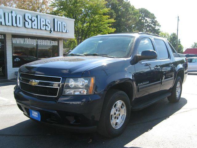 2011 Chevrolet Avalanche LS 4X4 Richmond, Virginia 1