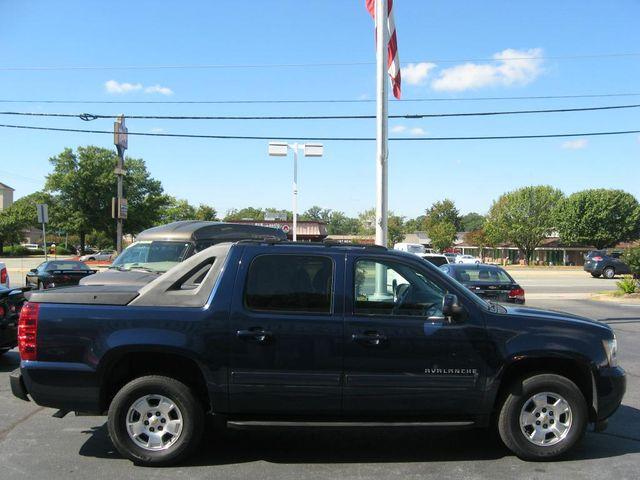 2011 Chevrolet Avalanche LS 4X4 Richmond, Virginia 4