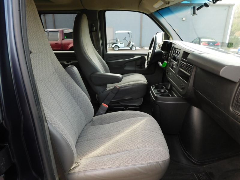 2011 Chevrolet Express Passenger 1LT  city TN  Doug Justus Auto Center Inc  in Airport Motor Mile ( Metro Knoxville ), TN