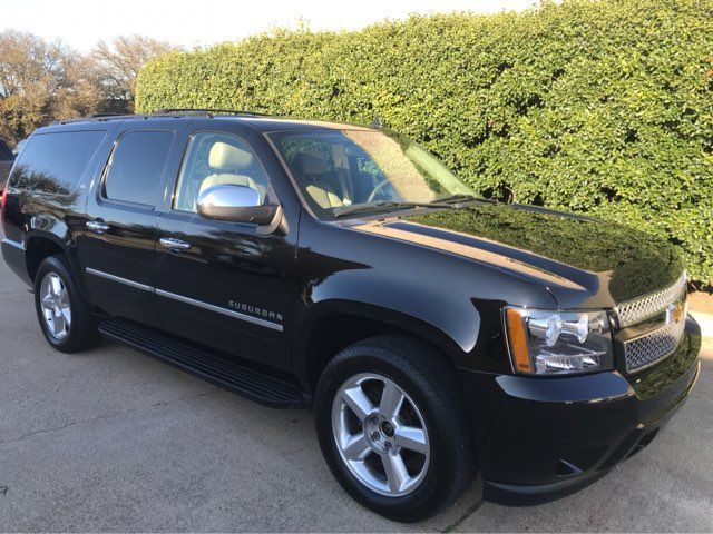2011 Chevrolet Suburban LTZ 4WD w/Navigation, Sunroof, and Entertainment Plano, Texas 1